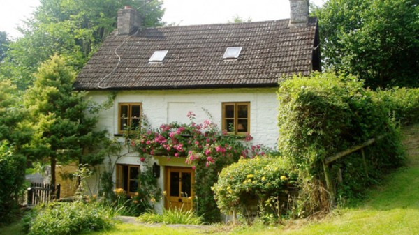 www.visitwales.com/holiday-accommodation