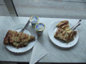 Krompiruša, burek sa sirom i sa zeljem. Foto: Snežana Radojičić