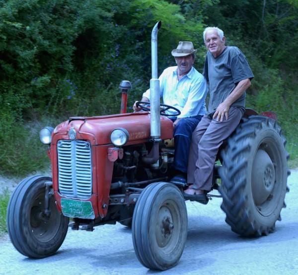 dule borac na traktoru