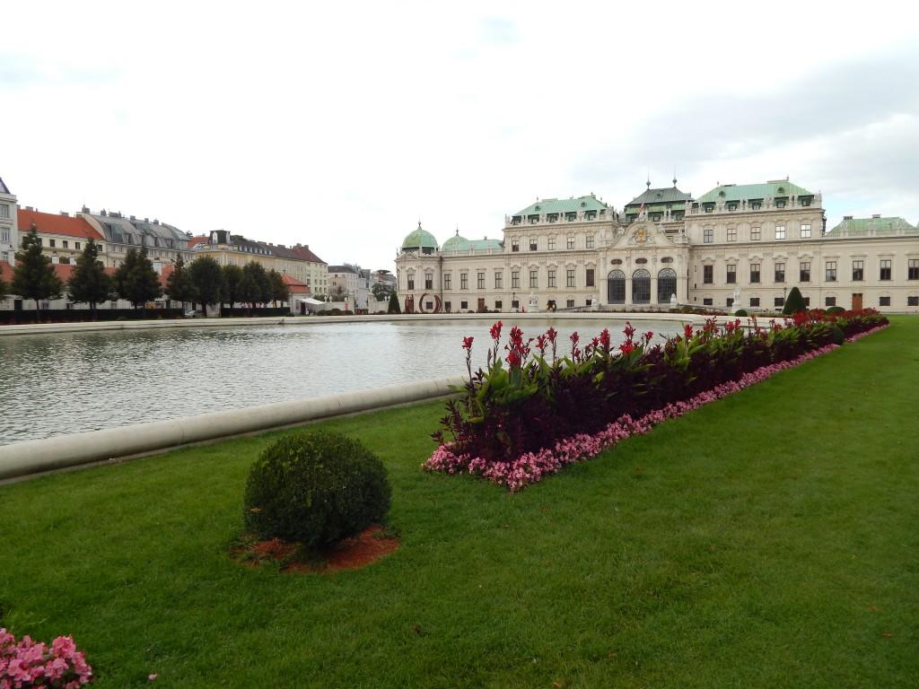 belvedere, bec, trava, voda, cveće. dvoraac, zamak
