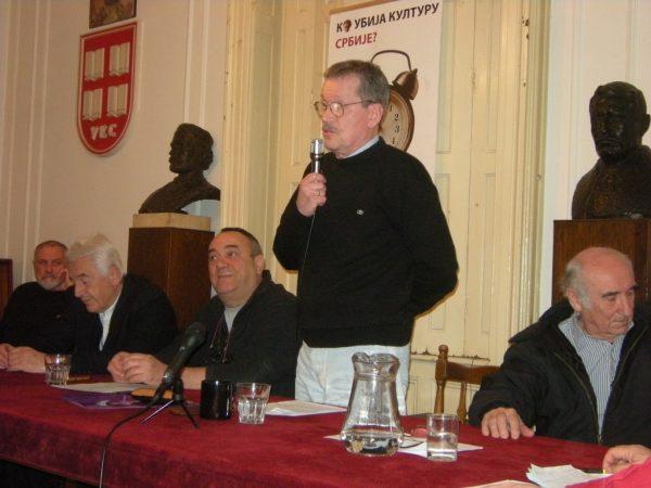 Miladin Ševarlić govori na tribini u Udruženju književnika Srbije 2015.