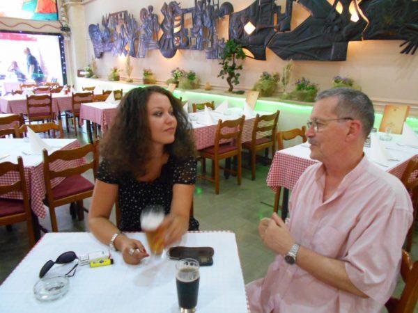 """Sa ćerkom Milicom, p.r. Doma omladine,u kafani """"Sunce"""", 2015."""