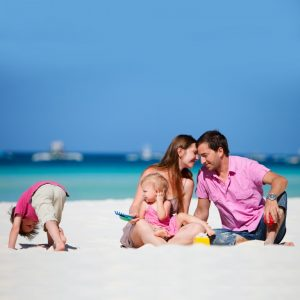 Happy-Family-Photo-iPad-4-wallpaper-ilikewallpaper_com