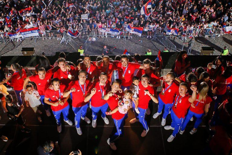 balkon, doček, Srbija, reprezentacija, šampioni, publika, navijanje, Olimpijske igre, Olimpijada, Tokio
